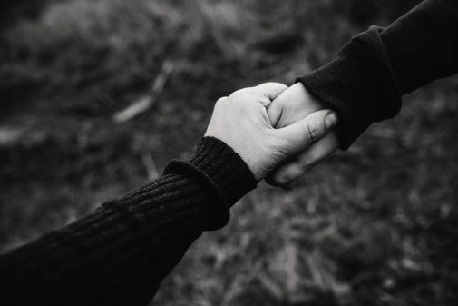 black-and-white-photo-of-holding-hands-735978